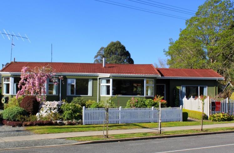 27 View Street, Manapouri