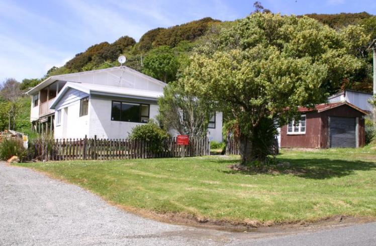 33 Main Road, Stewart Island